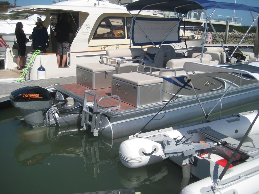 Ruckmarine Electric Sportboats Apex Marine Electric Pontoon